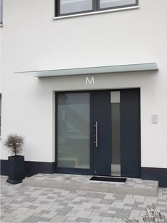 Canopies> Glasvordach Cologne - home - Door Design Modern Entrance Door, Door Entryway, Entrance Doors, Garage Doors, Window Design, Door Design, Door Alternatives, Canopy Glass, Double Sliding Barn Doors