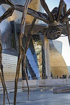 Louise Bourgeois - Maman spider sculpture - Outside the Guggenheim - Bilbao, Spain Art Sculpture, Modern Sculpture, Louise Bourgeois Maman, Mam Sp, Guggenheim Bilbao, Modern Art, Contemporary Art, Henri Fantin Latour, Alberto Giacometti