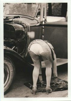 Nana's system for changing a flat tyre: 1. get tools ready. 2. Flash your 'motorist in distress' knickers. 3. Wait for kind gentleman to stop and help.