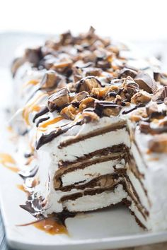 Easy ice cream cake with layers of peanut butter, peanut butter cups, caramel and chocolate sauce!