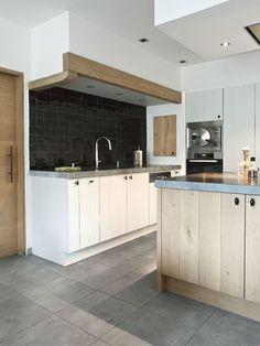Interieur verkest Renovaties - Landelijke keuken Elegant Kitchens, Cool Kitchens, Kitchen Dinning Room, Kitchen Decor, Küchen Design, House Design, Kitchen Organisation, Best Kitchen Designs, Kitchen Interior