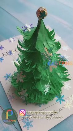 Christmas Origami, Christmas Crafts For Gifts, Diy Crafts For Gifts, Diy Crafts Videos, Christmas Art, Creative Crafts, Christmas Decorations, Decor Crafts, Diy Paper Christmas Tree