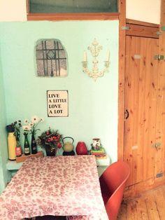 Schne Gemtliche Sitzecke In Klner Kche Mit Wand Mintgrn Und Blumenboard