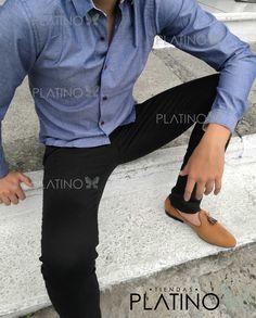 """Camisita gris con detalle de hilo de colores e pantalón de gabardina negro y loafers miel. Artículos hechos en México por la marca """"Moon & Rain"""" y de venta exclusiva en """"Tiendas Platino"""" #TiendasPlatino #Moda #Hombre #Camisa #Pantalón #Calzado #Mocasín #Outfit #Mens #Fashion #Dapper #Ropa #México #Looks #Style"""