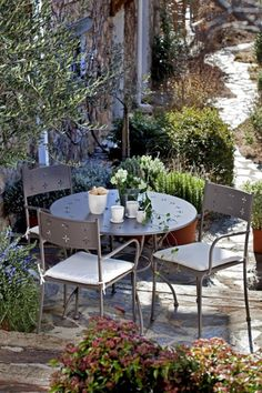 Mesa y sillas -de hierro verdecora