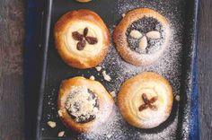 Jak na piškotové těsto | Apetitonline.cz Muffin, Menu, Breakfast, Food, Menu Board Design, Morning Coffee, Essen, Muffins, Meals