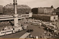 Helsingin linja-autoasema Lasipalatsin sisäpihalla v. 1950