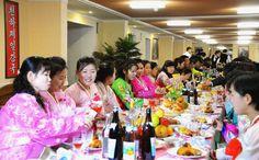 김정숙평양제사공장 로동자합숙생들을 위한 연회 진행-《조선의 오늘》