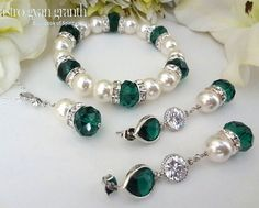 It is related to the powerful sphere of love, compassion, well-being and caring.Emeralds are supposed to increase spiriyual energies and calm down the disturbed mind. The Stone is also consideredvery auspicious for newly married couples.