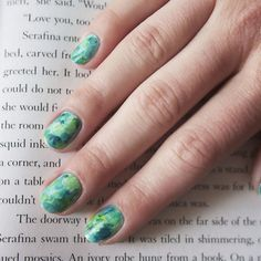 Cool and Easy Nail Art and Designs by Makeup Tutorials at http://makeuptutorials.com/easy-nail-art-designs-ideas/