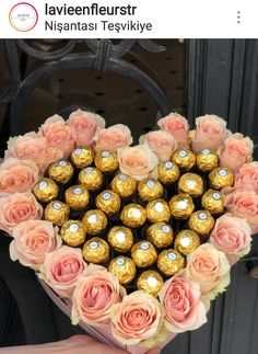 Bouquet Cadeau, Candy Bouquet Diy, Gift Bouquet, Valentines Gift Box, Cute Birthday Gift, Diy Birthday, Flower Box Gift, Flower Boxes, Gift Flowers