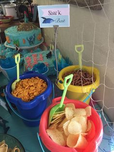 coole Pool Party Ideen für Kinder ideas for kidsSuper coole Pool Party Ideen für Kinder ideas for kids Anchors Aweigh Veggie Tray Snack Buckets Baby Shark Cone Hats Baby Shark Decorations Festa Moana Baby, Mermaid Theme Birthday, Mermaid Party Food, Mermaid Themed Party, Nemo Party Food, Little Mermaid Food, Baby Shower Mermaid Theme, Mermaid Pinata, Moana Theme Birthday