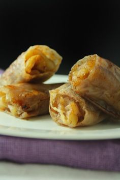 Baked Apple Pie rice Paper Rolls - dip rice paper in water starting at seconds then until soft. Don't keep in water too long or rice paper will dissolve. Best baked at 20 minutes, turning often, and served with scoop of ice cream. Rice Paper Recipes, Recipe Paper, Gf Recipes, Gluten Free Recipes, Cooking Recipes, Paleo Apple Recipes, Hamburger Recipes, Gluten Free Sweets, Vegan Gluten Free