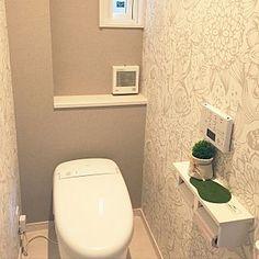 女性で、4LDKの、Bathroom/ネオレスト/暮らし/サンゲツ壁紙/新築一戸建て/TOTOトイレ/サンゲツ アクセントクロスについてのインテリア実例。 (2017-04-26 21:34:01に共有されました)