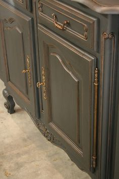 Graphite Chalk Paint® decorative paint by Annie Sloan with Clear Wax and a Dark Wax Glaze - don't forget the gilding wax. Chalk Paint Kitchen Cabinets, Kitchen Paint, Painting Cabinets, Bath Cabinets, Paint Bathroom, China Cabinets, Master Bathroom, Chalk Paint Furniture, Furniture Projects