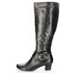 Neues Jahr neues Glück. Haben Sie sich Vorsätze für das neue Jahr vorgenommen? Ja? Weniger Schuhe kaufen? Aber diesen tollen Stiefel müssen Sie noch unbedingt in Ihr Schuhsortiment aufnehmen. Mehr brauchen Sie nicht zum glücklich sein. Graziös, praktisch und einfach zeigt sich dieser Stiefel von MARC. Sie werden auf diesen Schuh abfahren. MARC, Damen Stiefel – Banja 1.410.65-03 – schwarz; Jetzt in 360° Ansicht, nur auf PLAZA51!