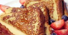 Fabulosa receta para Pan francés para el desayuno. Tostada de pan a la francesa, rodajas de pan fritas, previamente mojadas en una mezcla de huevos, leche y azúcar, se sirven con miel Kero.
