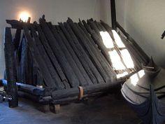El museo del barco de Viking contiene tres naves encontradas en montones de entierro grandes en el ..... Actualmente en el museo del barco, Oslo, Noruega, este barco fue construido alrededor de 817.
