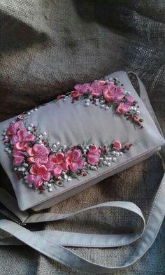 Sac Brodé de rose en ruban