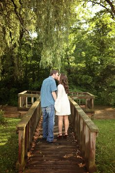 Adore their casual attire. Love this romantic outdoor engagement session in the Tri-Cities by Oh So Haute Photography! | The Pink Bride® www.thepinkbride.com