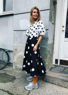 Polka Dot street style fashion / fashion week Source by baggagehouse ideas summer Fashion Week, Girl Fashion, Fashion Looks, Fashion Outfits, Womens Fashion, Style Fashion, Fashion Addict, Fashion Ideas, Classy Outfits