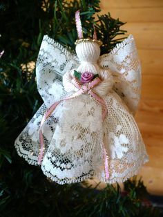 Includes 4 Victorian Handmade Lace Angels 2 ecru lace with burgundy ribbon 2 ecru lace with dusty rose ribbon These angels are intricate,delicate and add a se Christmas Angel Ornaments, Christmas Crafts, Christmas Poinsettia, Crochet Christmas, Homemade Christmas, Christmas Tree, Angel Crafts, Holiday Crafts, Diy And Crafts