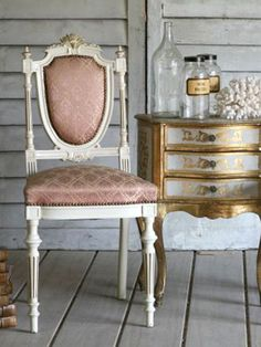 Love this chabby chic/Rococo mix.