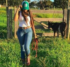 Cute Country Girl, Real Country Girls, Country Women, Cow Girl, Vaquera Sexy, Rodeo Girls, Redneck Girl, Sexy Cowgirl, Cowgirl Outfits