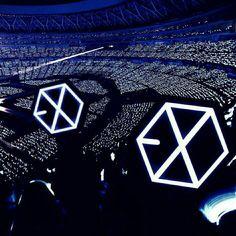 e x o ♡ Lightstick Exo, Chanyeol Baekhyun, Kpop Exo, Concert Crowd, Exo Concert, Exo Album, Exo Official, Exo Lockscreen, Exo Ot12