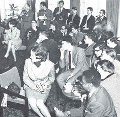 En haut, de gauche à droite : M. Godlevski, M. Gazignaire, M. Langlois, M. Hervouet, M. Chailleux, M. Marin. A Londres, en 1964.  (Fascicule du quarantième anniversaire de l'ESJ)