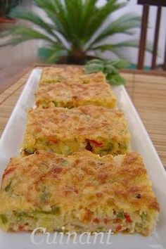 BIZCOCHO DE VERDURAS Y ATÚN   INGREDIENTES   120 gr . de queso emmental  150 gr . de pimiento verde  150 gr . de pimiento rojo  150 gr . ... Tapas, Vegetarian Recipes, Cooking Recipes, Healthy Recipes, Good Food, Yummy Food, Salty Foods, Quiches, Fish Recipes