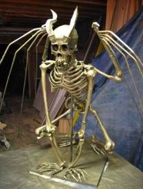 Eerie but cool DIY demon skeleton for Halloween. – Haircut Trends For Men and Womens – TrendPin Outdoor Halloween, Creepy Halloween, Halloween Skeletons, Halloween Skull, Couple Halloween Costumes, Halloween House, Holidays Halloween, Halloween Themes, Halloween Decorations