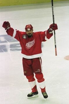 Martin Lapointe, 1998 Stanley Cup Finals (Lori--this one is for you! Hockey Stuff, Hockey Teams, Hockey Players, Detroit Red Wings, Nhl, Detroit Sports, Stanley Cup Finals, Red Wings Hockey, Ice Hockey