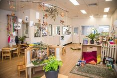 This environment is inviting and has many fun alcoves for exploring. Reggio Emilia Classroom, Reggio Inspired Classrooms, Reggio Classroom, Classroom Layout, Classroom Decor Themes, New Classroom, Classroom Setting, Classroom Design, Preschool Classroom