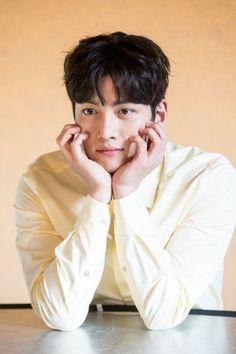 """Ji Chang Wook as Noh Ji Wook in """"Suspicious Partner"""" Ji Chang Wook Abs, Ji Chang Wook Smile, Ji Chang Wook Healer, Ji Chan Wook, Yoona Ji Chang Wook, Korean Star, Korean Men, Asian Actors, Korean Actors"""