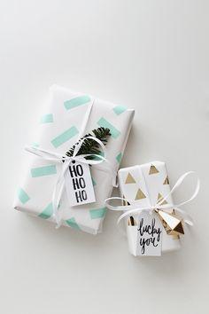 Añade trocitos de washi tape a un papel de color liso y personalízalo