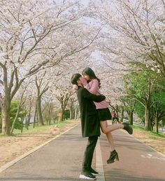 love, couple, and kiss image Couple Picture Poses, Cute Couple Pictures, Ulzzang Couple, Ulzzang Boy, Cute Couples Goals, Couple Goals, Asian Love, Couple Aesthetic, Korean Aesthetic