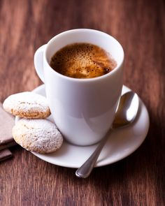 Coffee and cookies I Love Coffee, Coffee Break, My Coffee, Morning Coffee, Coffee Town, Coffee Cafe, Coffee Drinks, Café Chocolate, Pause Café