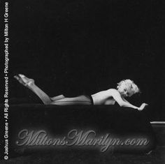 Février 1956 New York Black Sitting - Marilyn par Milton - Divine Marilyn Monroe Marylin Monroe, Marilyn Monroe Photos, Milton Greene, Cinema Tv, Cecile, Norma Jeane, Bombshells, Old Hollywood, American Actress