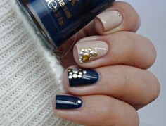 Studs nail art in nude and navy via #malykoutekkrasy #polish #fallmani #nailtrends - bellashoot.com