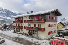 Hotel in Zell am See Kaprun Hotels, Cabin, House Styles, Home Decor, Kaprun, Vacation, Decoration Home, Room Decor, Cabins
