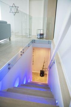 Ingen nedtur her! #urbanhus#lys#eik#trapp#belysning#detaljer#glassrekkverk#glas#railing#stairs#light#wood#lightning#