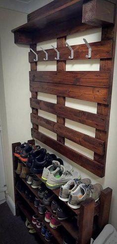 Wood Shoe Rack, Diy Shoe Rack, Shoe Racks, Coat And Shoe Rack, Shoe Rack Closet, Diy Pallet Furniture, Diy Pallet Projects, Furniture Ideas, Pallet Ideas