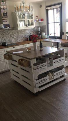 Kücheninsel aus Paletten Gogoek built his own kitchen islands out of pallets. Home Decor Kitchen, Diy Kitchen, Kitchen Furniture, Diy Home Decor, Diy Pallet Kitchen Ideas, Pallet Ideas, Pallet Projects, Küchen Design, House Design