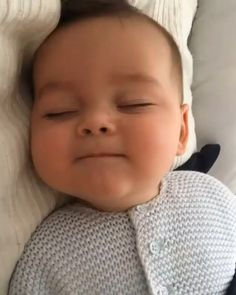 Cute Funny Baby Videos, Cute Funny Babies, Funny Baby Memes, Cute Kids, Cute Asian Babies, Cute Babies Pics, Adorable Babies, Cute Little Baby, Baby Kind