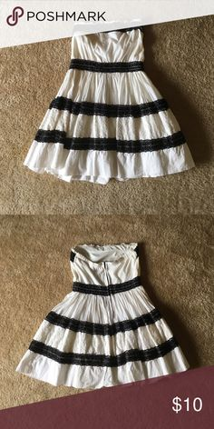 Black and white strapless dress Black and white lace strapless dress. Dresses Midi
