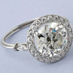 if a man ever wants to marry me.... he should show up with a sucker looking like this at around 4 carats and i'll be a happy SiSi.