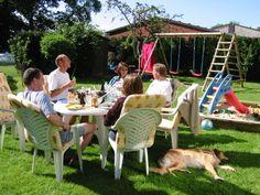Gemütlich mit Freunden zusammen zu sitzen ist für mich pure Entspannung! Im Sommer auch gern draußen im Garten!