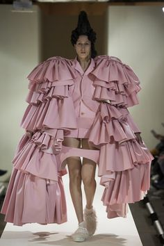 Rei Kawakubo raids the furnishings for what to wear, come the Revolution…- Comme des Garçons: 18th-Century Punk