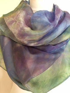 Een Handgeverfde zijden sjaal. Silk scarf shawl handpainted.Herfst, Kerst, Christmas door SchaapenVacht op Etsy